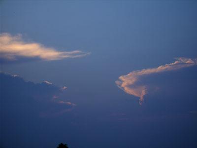 空の雲アップ.jpg